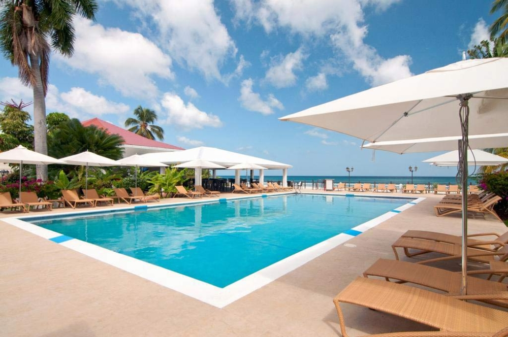 Radisson Grenada Sunset pool